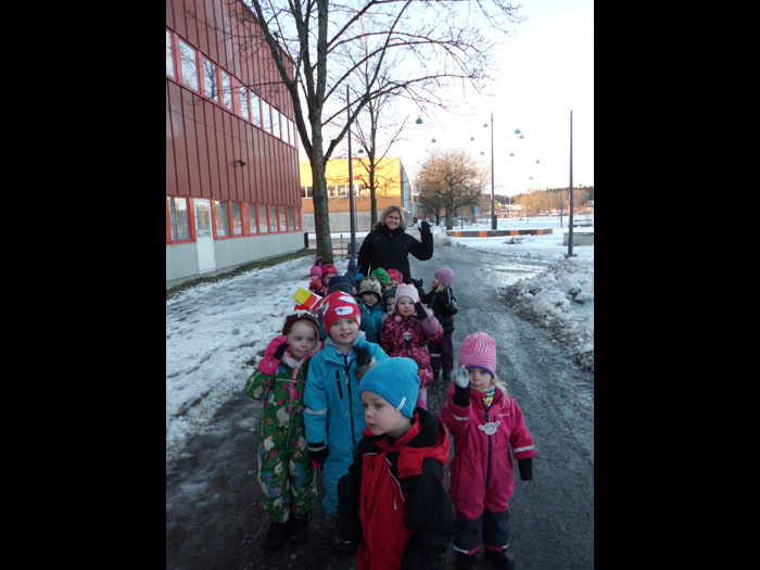 Detta är Maahiset, vi är 14 barn i gruppen och 3 pedagoger.